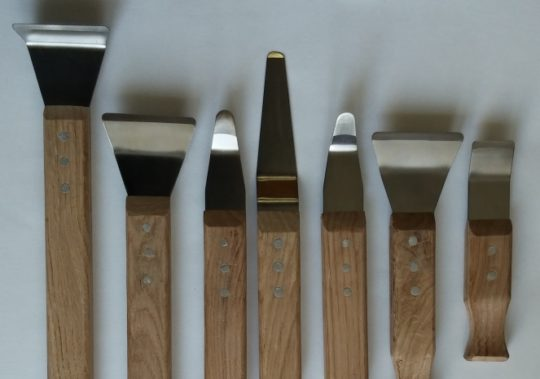 Инструменты для демонтажа натяжного покрытия