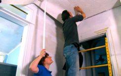 Как правильно клеить обои на потолок