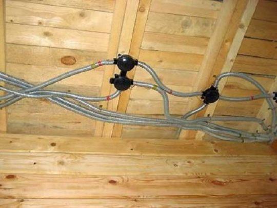 Разводка кабеля по деревянному перекрытию