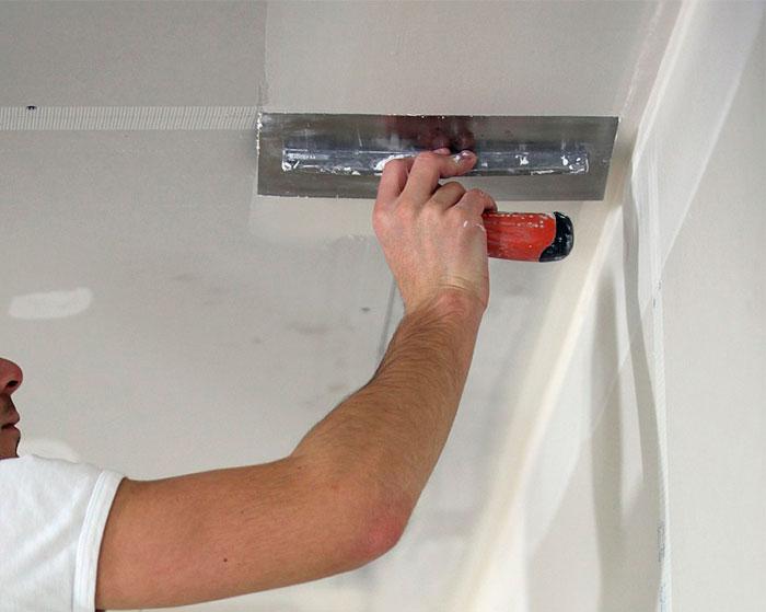 Красить потолок своими руками 78