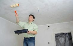 Нужно ли смывать водоэмульсионную краску с потолка перед покраской