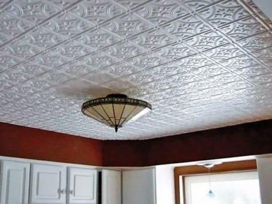 Потолок из пенопластовых плиток