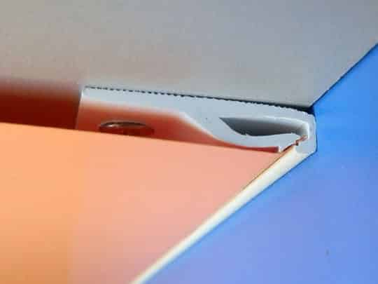 Пластиковый потолочный профиль