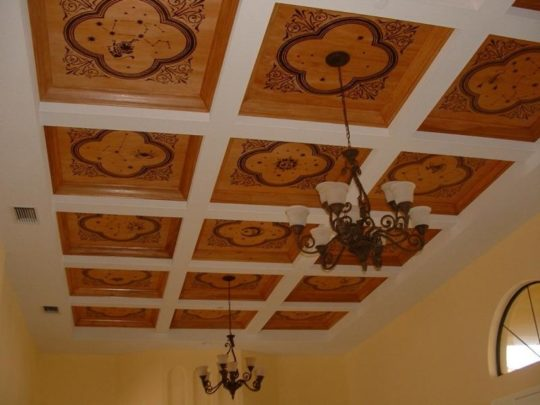 Фанера с рисунком на потолке