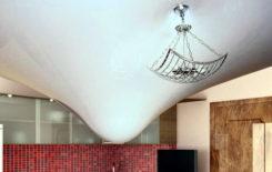 Что делать при затоплении натяжного потолка