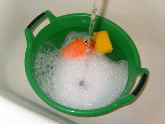 Жидкость для мытья натяжного потолка