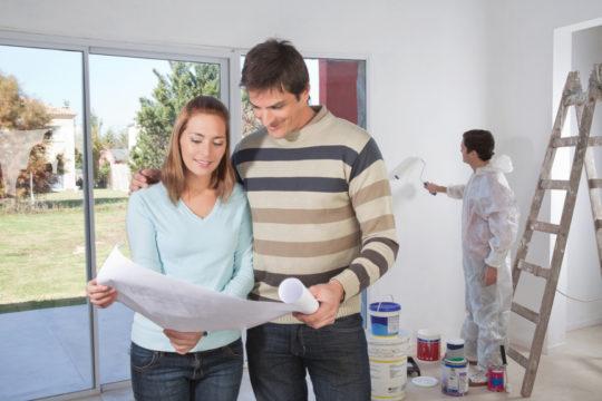 Подготовка к поклейке обоев на потолок