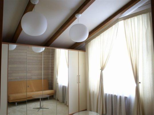 Потолок из гипсокартона на даче