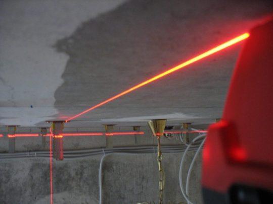 Разметка потолка лазерным уровнем