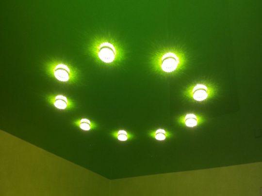 Точечный светильник в ванной комнате