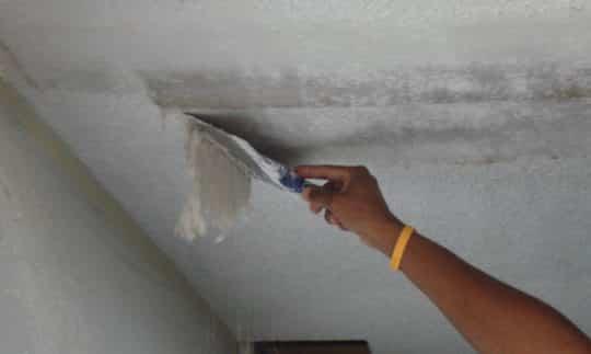 Удаление старого покрытия с потолка